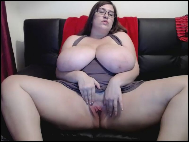 Jennica Lynn – Monstrous Tits fingering her pussy on cam 17mins