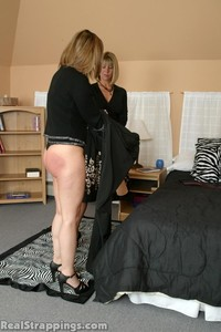 Cindy's Morning Spanking (part 2) - image2