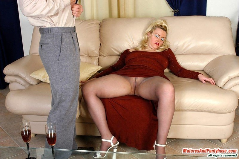 See and save as matures in pantyhose and tights porn pict