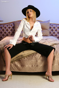 Carli-Banks-Captivating-Beauty--36s8ph3pd0.jpg
