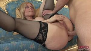 Mature Francesca Le loves her anal penetration