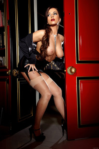 Taylor Vixen - The Red Door v6sjhh1qg4.jpg