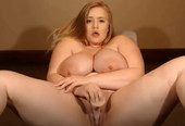 Oversized Blonde Masturbating Live-Cam