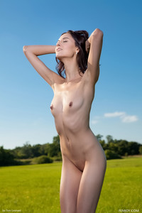 Sabrina-G.-Come-Out-With-Me--66sm9vnmtl.jpg
